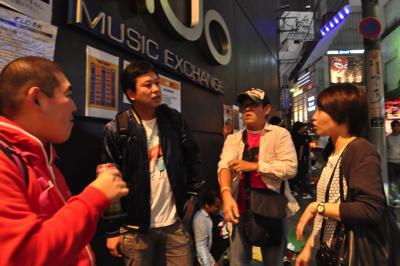 アイドルライブ参加者は「伝統的な動きがある」。オタ芸ってやつ!