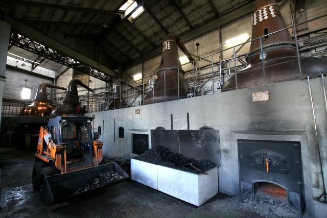 糖化・発酵させた麦汁を蒸留する為の施設である