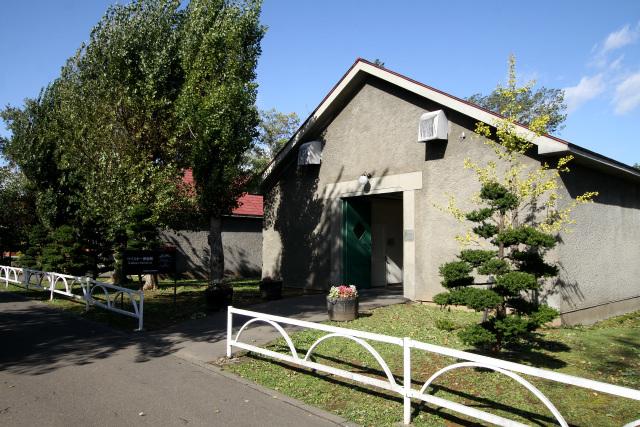 「ウイスキー博物館」は貯蔵庫を改装した建物である
