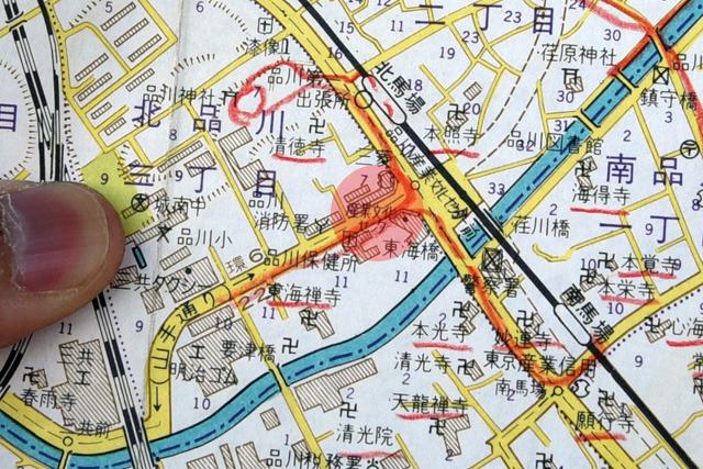 昭和45年には産業文化センターがあったことが判明。ちなみにこれにも色々書かれてるが、たぶん寺巡りが趣味の人だったんだろうと、こっちの地図は簡単にプロファイルできた