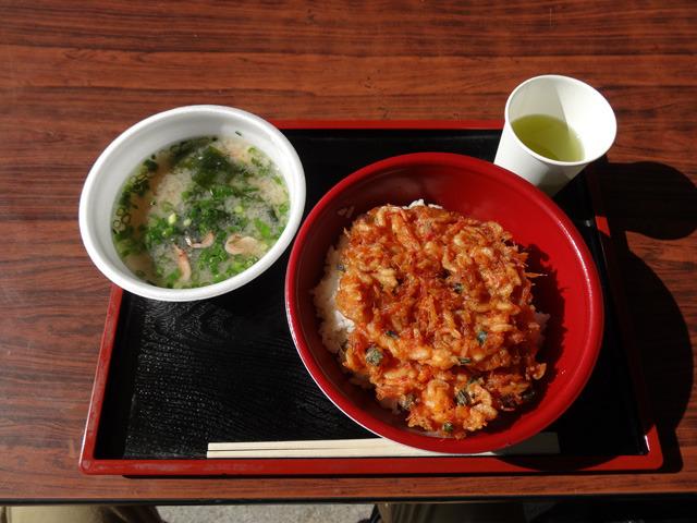 かきあげ丼と、桜えびのみそ汁