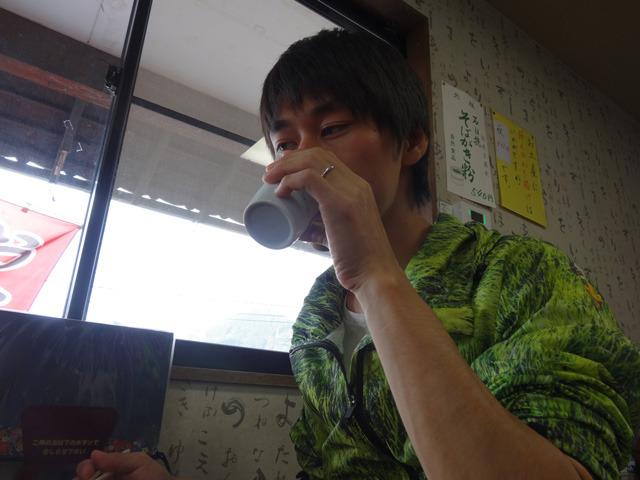 ビール飲んでる。