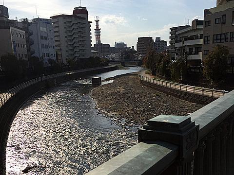 街の中心部に川が流れてるのってたまらなく旅情感じる。