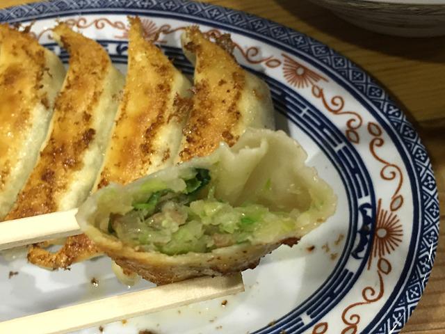 中身は野菜中心であっさり目。ほのかな中華系香辛料?の風味が、絶妙に決まっている。