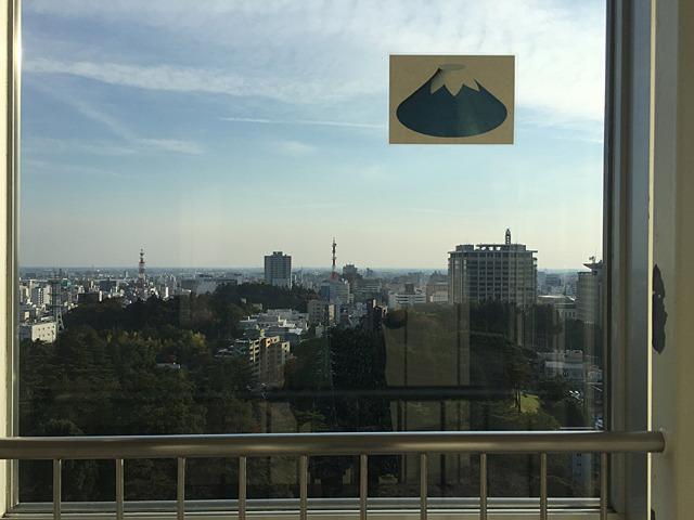 たぶん、富士山が見える方向はこちらです、ということだろう。暗号みたいな説明である。