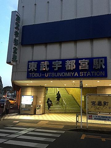 こちらはいかにも私鉄の駅らしく、雑多な繁華街の中にあった。