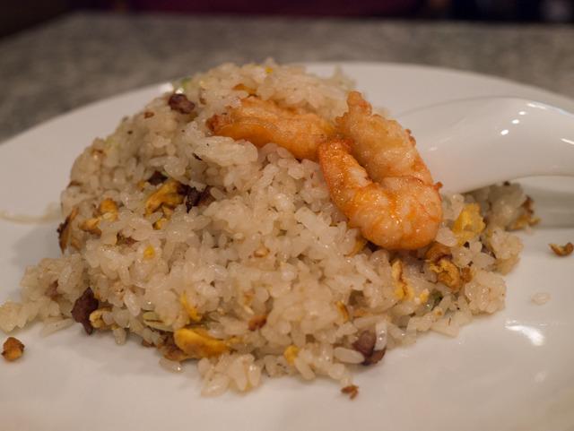 店には「広東家庭料理」と書いてあったが、家庭料理と言っても具にちくわが入っていたりはしないので安心。