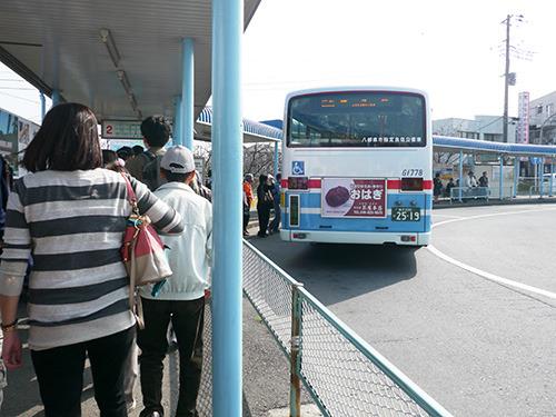 バスのうしろについてるおはぎの広告が気になる