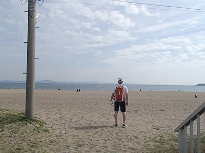 三浦海岸沿いはサーファーやランナーが行きかう。海はいいよね。