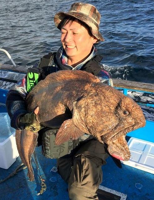 すぐさま地元の釣り師Sさんにドでかいのが!