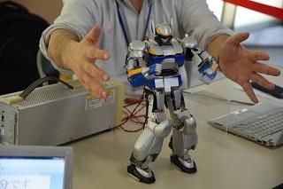 外装監修は「機動警察パトレイバー」のデザイナー・出渕裕氏が担当