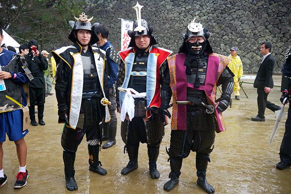私物の甲冑持参という、大阪から参加のグループ