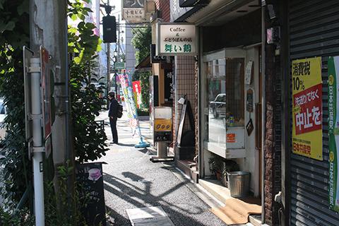 湯島駅から徒歩2分くらい。ぶどうパンの楽園がここに。