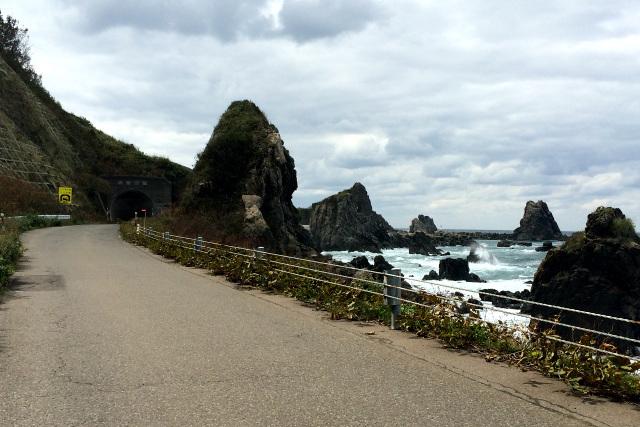 太田集落へのアクセスは北からと南からの2ルートがある。北ルートは車がすれ違えるかどうか、かなりの狭路であった