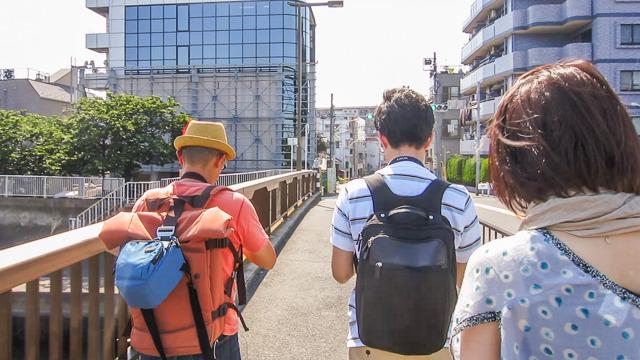 で、行ったのが1年前の初夏。左のオレンジ色のいでたちの方が米野さん。ちなみにみんなうつむき加減なのは地図と動画とにらめっこしてるからです。