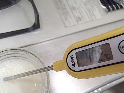 温度が高すぎると乳酸菌が死滅してしまうので温度管理は要注意。