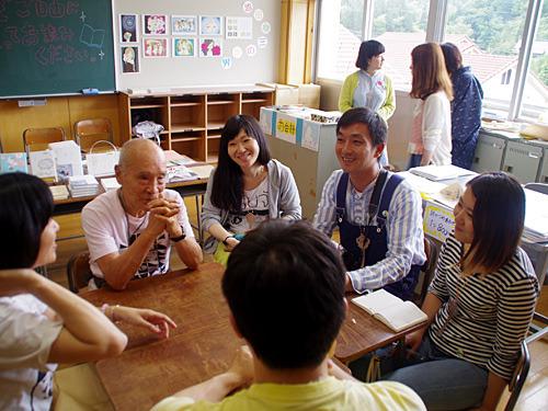 前回のハローブックスの一コマ。詩人の谷川俊太郎さん、写真家の川島小鳥さんの公開打ち合わせ。