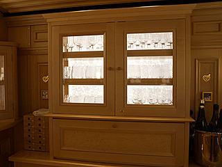 「グラスの棚」という1つの什器も、見られることを意識した作りになっていて、うなる。