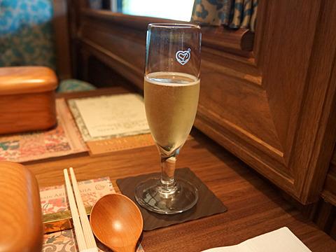 宮崎の地ワインでスパークリングをば。