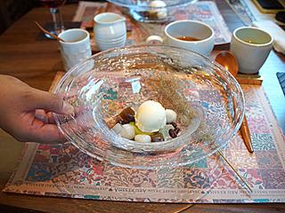 餡入り白玉に小豆、寒天、そしてアイスクリームでございます。