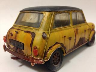 既製のプラモデルでは満足いかず、自由度を求め中1でジオラマ制作を開始。こちら2つめの作品。「錆び」が好きなんです、とMozu君。