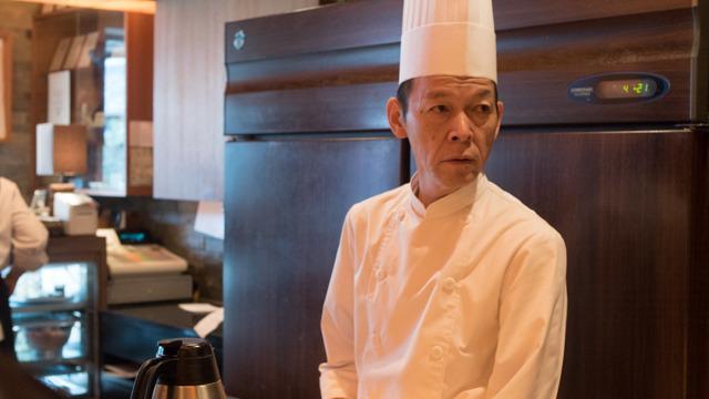 店主の坂本さん。元はホテルでフレンチのシェフをされてたとか。「とんかつはみんなから愛されるしね。大阪は牛肉文化でしょ」逆にとんかつをバシコン極めたったということか
