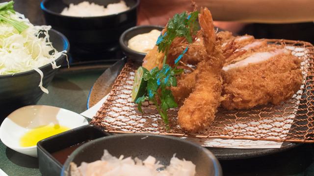 TOKYO-Xと天使の海老フライセット。嫁入り道具に持たせたい