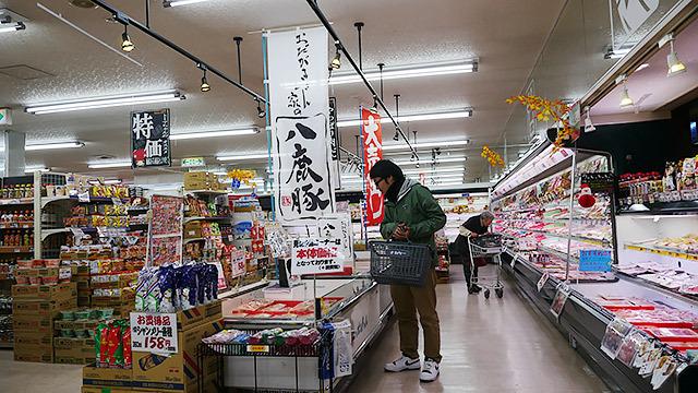 地元のスーパーにも大きなのぼり