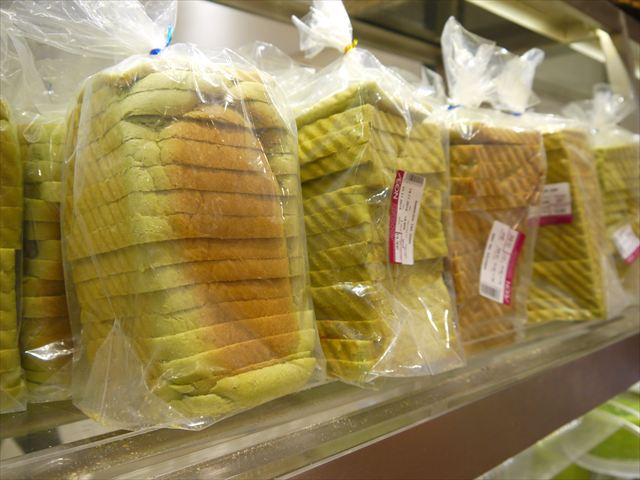 そんな寿司と並んで抹茶も人気。食パンとの緑の相性!
