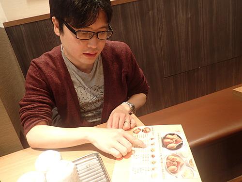 「肉豆腐としては変化球の店ですけどね。夜はこの単品をつまんで軽く呑みたいですね~」とパリッコさん。
