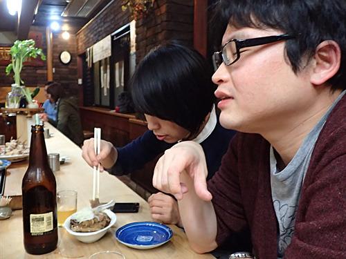 「ここの肉豆腐は文化遺産ですよ。うめぇ~」とパリッコさん。「私は肉豆腐を忘れていました!思い出させてくれてありがとう!」と古賀さん。
