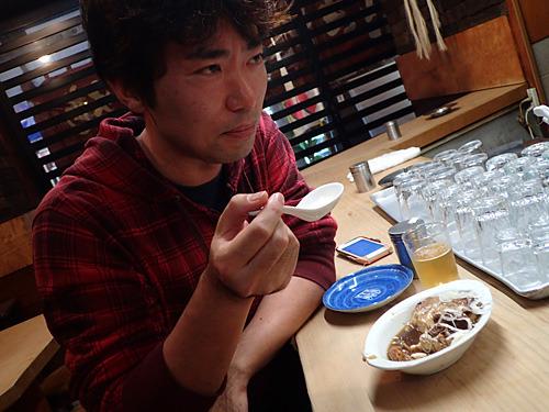 「牛肉だけに豆腐に味がギュウギュウ詰まっているね」っていったら二人に流された。