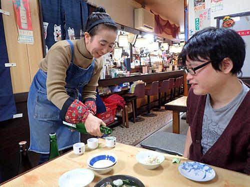 酒に合う肉豆腐ならと日本酒の呑み比べなんかしたりして。