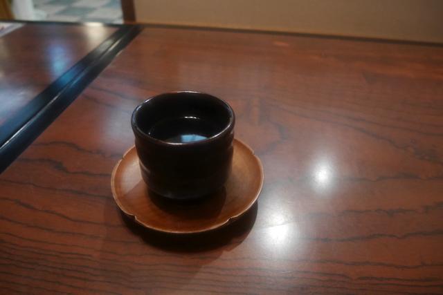 「寒かったでしょ」と優しくお茶を出してもらった。童話のテンションで「あ…ありがとうございます」といった。