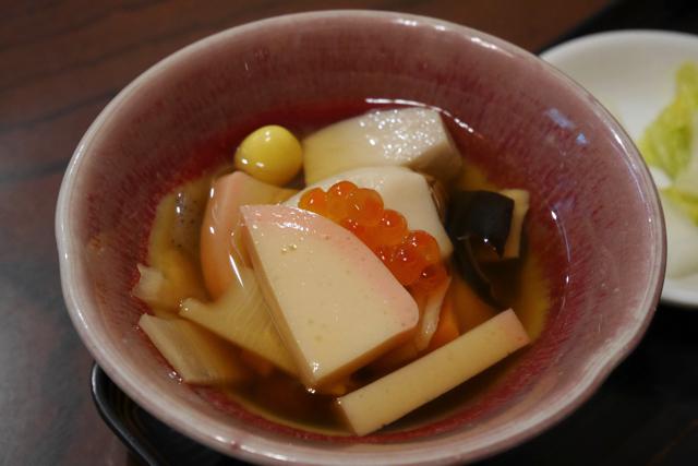 郷土料理の「のっぺ」。味は一生食べ続けることも可能です味でした。(おいしかった)