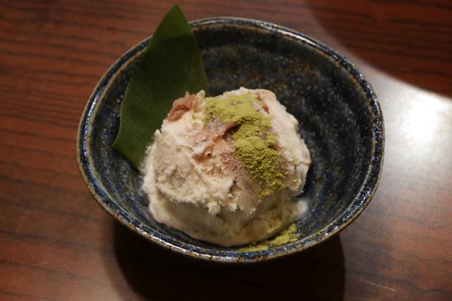 デザートの笹団子アイス。アイスに笹団子が混ぜ込まれています。まずいと思いますか?(凄くおいしかったです)