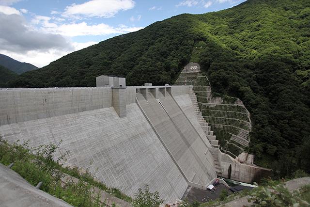 車から離れたくない人は駐車場完備の湯西川ダムだけでも十分