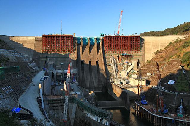 鶴田ダムは数年前に集中豪雨とガチで戦って敗れ、再起をかけてパワーアップ工事中