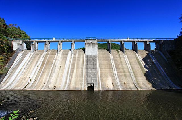 ダムは小綺麗な感じでそれも違和感があった