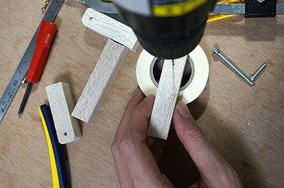 木で腕のベースを作って