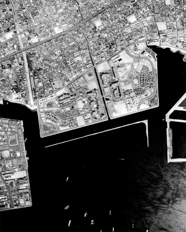 1984年。「五月の海岸線」が書かれたのは81年~83年の間だというから、ほぼこの風景を見て「僕」は「海は消えていた」と言ったわけだ。(国土地理院「地図・空中写真閲覧サービス</a>」より・整理番号・KK843X/コース番号・C5/写真番号・18/撮影年月日・1984/04/13(昭59))