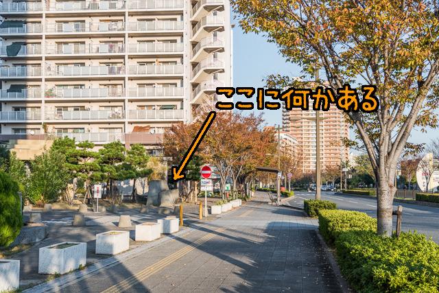 さらに沖につくられた埋立地。阪神・淡路大震災被災者のための公営団地が建っている。そしてその一角になにやら…