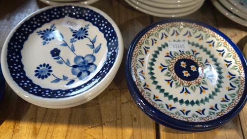 同じ形のお皿でも左は1620円、右は3240円