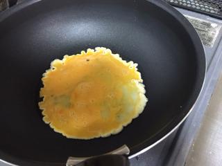 溶き卵を加え半熟にして…