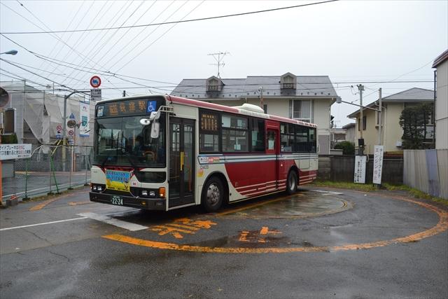 客を乗せたまま回転するバス