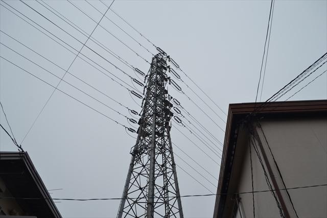 かなりデカイ鉄塔。音がすごい