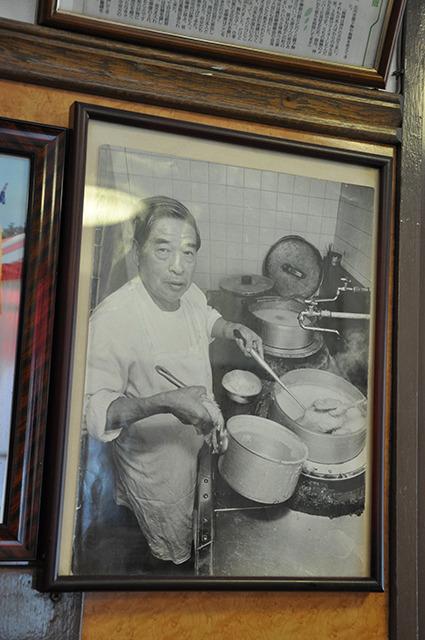 店内に飾られている先代の写真
