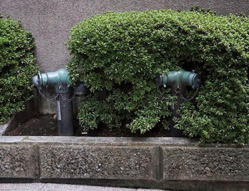 スタンド型。植栽に同化する野戦部隊。