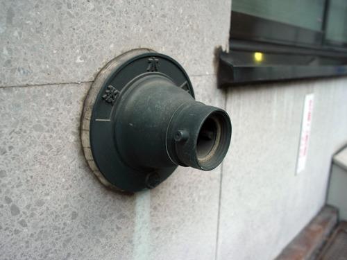 これが単口送水口。接続口が1つ少ない。