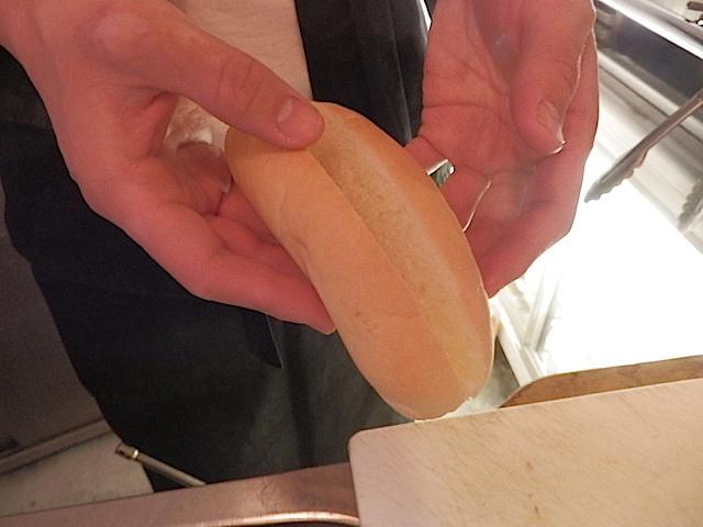 こちらが創業64年、三光堂の無添加パン